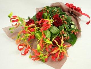 グロリオーサの花束