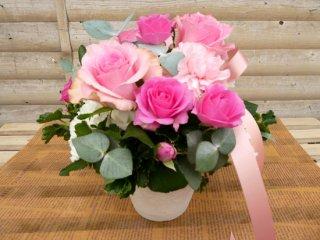 ピンクのバラのアレンジメント