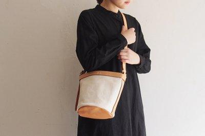 CANO - Leather handle bucket bag〈生成〉
