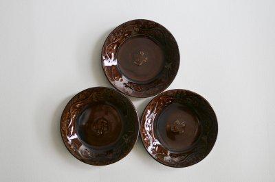 郡司製陶所 - 型打皿・4寸〈濃飴・草花に鳥〉
