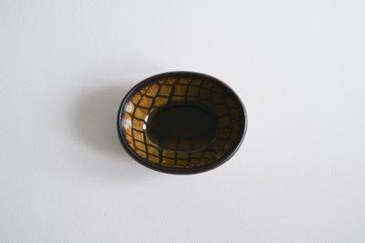七尾佳洋 - 練込楕円小鉢〈飴釉・編目〉
