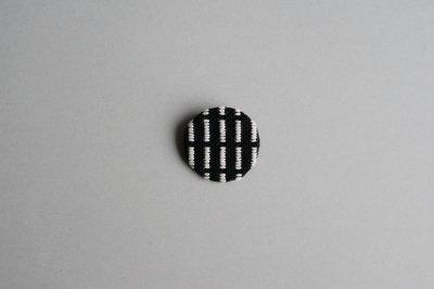 lite - brooch / ROUND A 〈BLACK×WHITE〉