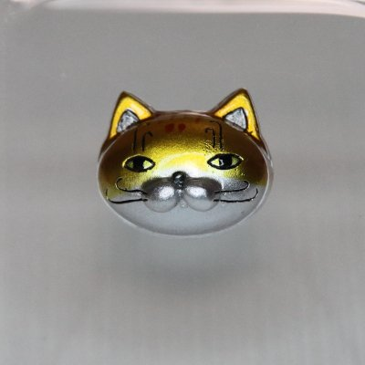 【猫 金のシマシマ】 バッジ・マグネット