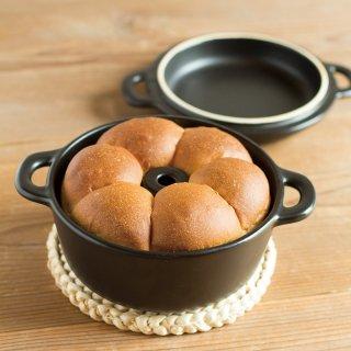 陶器の焼き型鍋 Cake de Ange (ケーク・ド・アンジュ)/黒<h3>【送料別】【発送日:2/1〜】</h3>