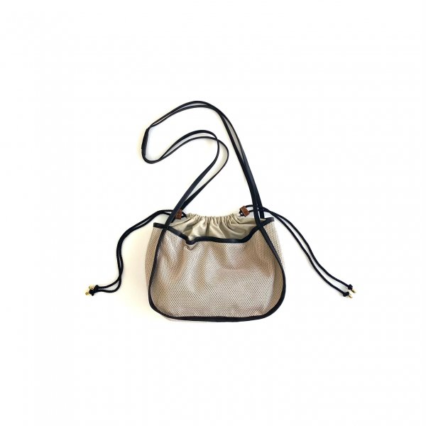 <img class='new_mark_img1' src='https://img.shop-pro.jp/img/new/icons6.gif' style='border:none;display:inline;margin:0px;padding:0px;width:auto;' />mesh purse bag M