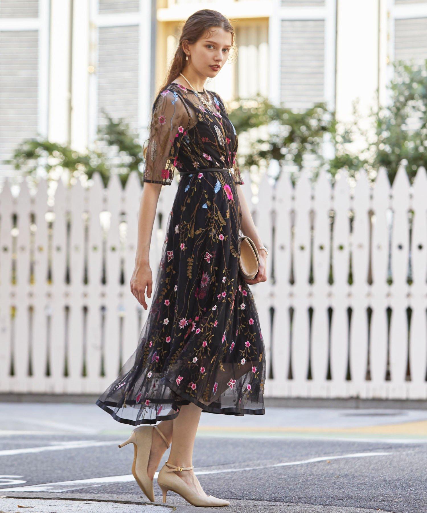 ヴィンテージ風フラワーカラー刺繍レースフィット&フレアードレス