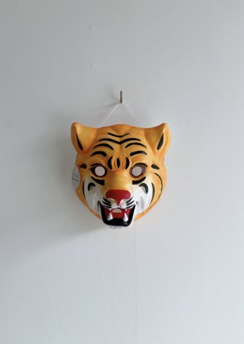 <img class='new_mark_img1' src='https://img.shop-pro.jp/img/new/icons14.gif' style='border:none;display:inline;margin:0px;padding:0px;width:auto;' />388.animal mask(tiger)