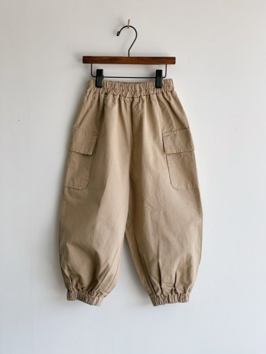 <img class='new_mark_img1' src='https://img.shop-pro.jp/img/new/icons59.gif' style='border:none;display:inline;margin:0px;padding:0px;width:auto;' />512.side pocket shiori pants(beige)