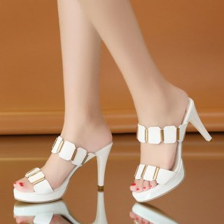 韓国パーティサンダル❤チラリゴールドでスタイリッシュ!ピンヒールデザインで綺麗な足をアピールしてね!