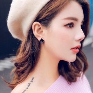 韓国スタッドピアス❤可愛い大人女子への正方形カーブブラックピアス