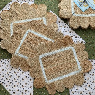 SCALLOPED PLACEMATS - WHITE