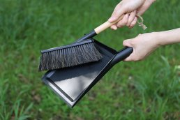 DUSTPAN & BRUSH SET<img class='new_mark_img2' src='https://img.shop-pro.jp/img/new/icons3.gif' style='border:none;display:inline;margin:0px;padding:0px;width:auto;' />