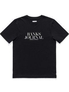 <img class='new_mark_img1' src='https://img.shop-pro.jp/img/new/icons13.gif' style='border:none;display:inline;margin:0px;padding:0px;width:auto;' />BANKS JOURNAL HEADING TRADER TEE SHIRT Dirty Black