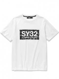 <img class='new_mark_img1' src='https://img.shop-pro.jp/img/new/icons5.gif' style='border:none;display:inline;margin:0px;padding:0px;width:auto;' />SY32 HEART BOX LOGO TEE White×Black