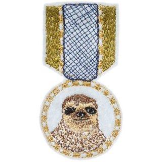 SLOTH MEDAL PIN 刺繍 ピンバッジ(ブローチ) フクロウ | Coral & Tusk