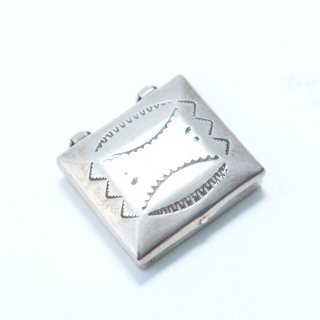 ナバホ族 スタンプドピルスナッフボックス (sterling silver)