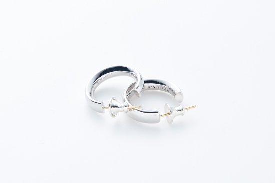 MIDDLE ROUND TYPE PIERCED EARRING