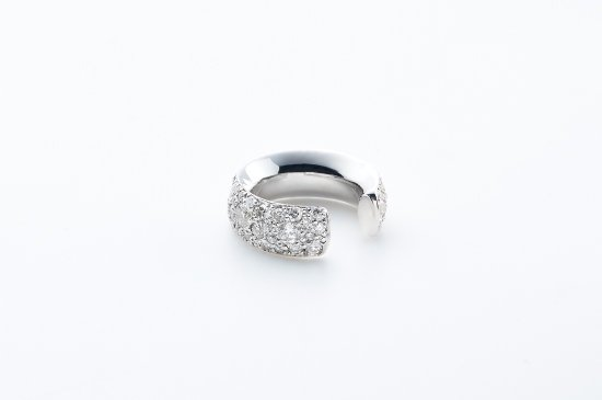 ROUND TYPE EARCUFF WITH PAVE DIAMONDS