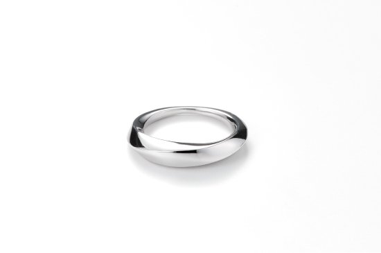MOON SHAPED MOBIUS RING / S