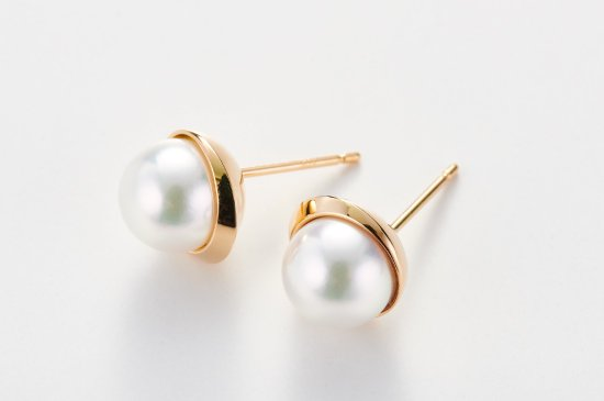 FULL MOON PIERCED EARRING WITH PEARL