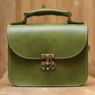 〈14日以内発送〉蝶モチーフのアンティークなヌメ革2wayバッグ(グリーン)