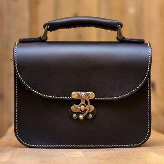 〈14日以内発送〉蝶モチーフのアンティークなヌメ革2wayバッグ(ブラック)