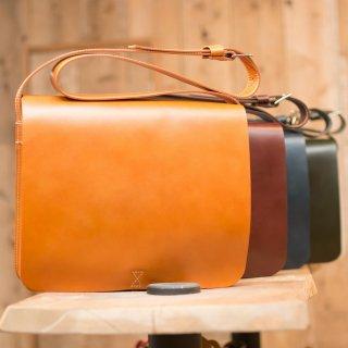 フラップ式ショルダーバッグ メンズA4サイズ牛ヌメ革(全4色)
