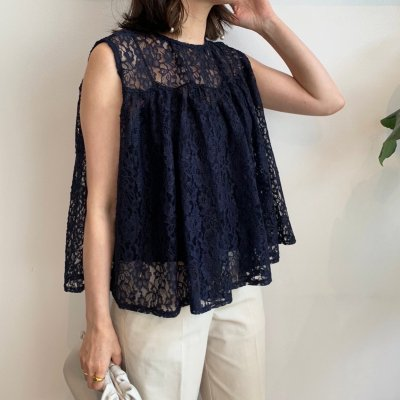 <img class='new_mark_img1' src='https://img.shop-pro.jp/img/new/icons16.gif' style='border:none;display:inline;margin:0px;padding:0px;width:auto;' />Lace flare sleeveless blouse / Navy