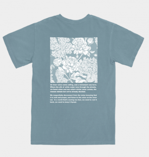 <img class='new_mark_img1' src='https://img.shop-pro.jp/img/new/icons1.gif' style='border:none;display:inline;margin:0px;padding:0px;width:auto;' />FLORAL TEE POWDER BLUE