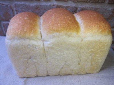 11.特選小麦の山食パン(1斤)【 焼きたてパン[常温]】