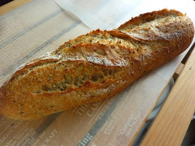 喜界島ゴマロール(1本)【 焼きたてパン[常温]】