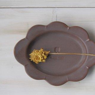 マカロンモカブラウン・花だえんリム皿-大-