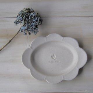 マカロンミルキーホワイト・花だえんリム皿-大-