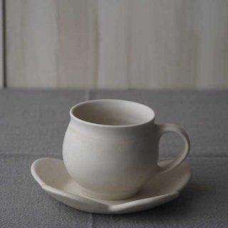 白磁のマグカップ