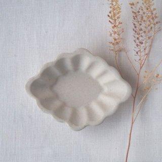 マカロンミルキーホワイト・花ひし豆小皿
