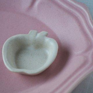 マカロンミルキーホワイト・りんご豆小皿