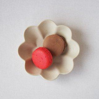 マカロンミルキーホワイト・花の皿-s-