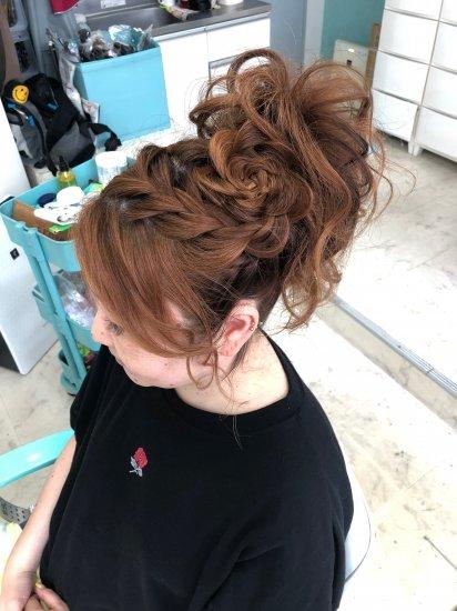 サイドコーンロウデザインとヘアセット【画像2】