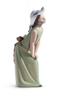 リヤドロ Lladro 【 鏡の前で(若草色の少女) 】  01005009 CURIOUS GIRL WITH STRAW HAT