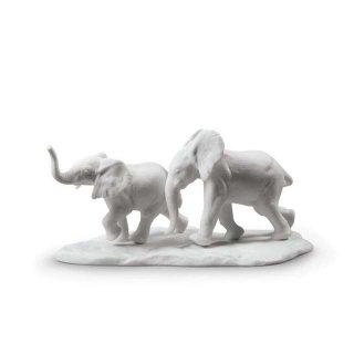 リヤドロ 人形  『道を進む(White)  01009297 Following The Path Elephants Sculpture. White』