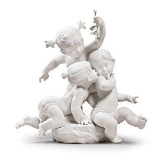 リヤドロ Lladro 【 ヤドリギの下で 】  01009372 KISS UNDER THE MISTLETOE CHILDREN FIGURINE