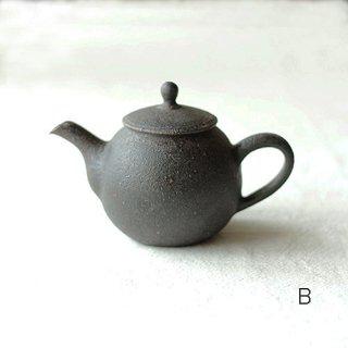 角掛政志作 鉄釉茶壺