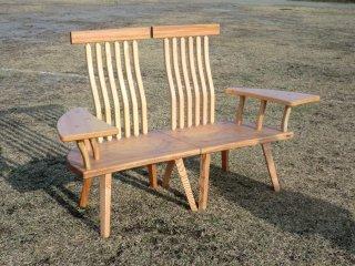 座り心地と健康のために試行錯誤を重ね追求した椅子です。