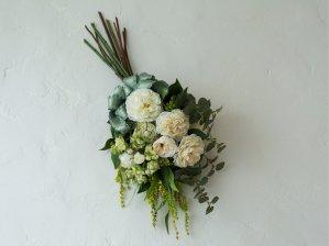 白バラとユーカリおしゃれなスワッグ