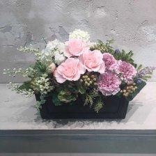 淡いピンクのプリザーブドフラワーとパープルカーネーション 母の日アレンジメント