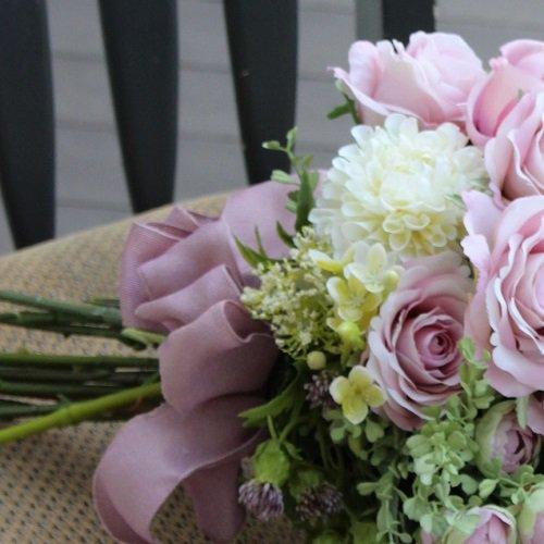 ラベンダーピンクのグラデーションが美しいバラのブーケ