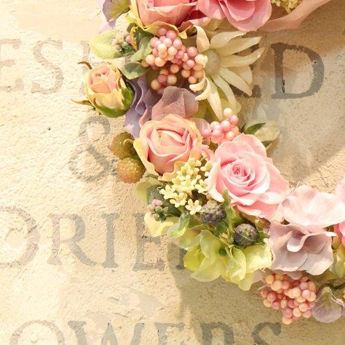 ピンクのバラのプリザーブドフラワーのフラワーリース