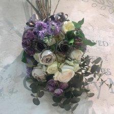 紫と白 ライラックとバラがたっぷりなスワッグ