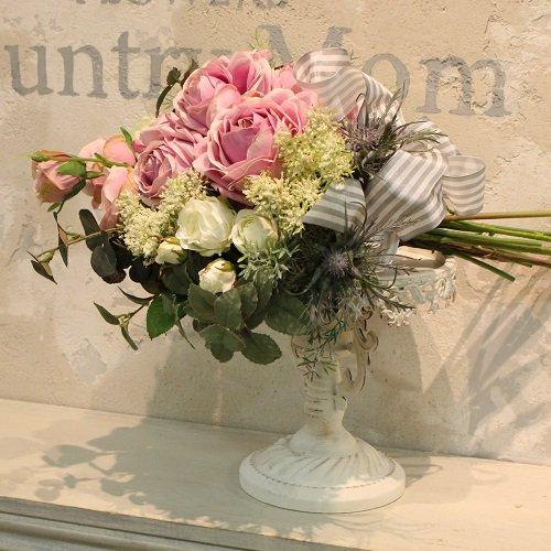 豪華なピンクのバラのスワッグ