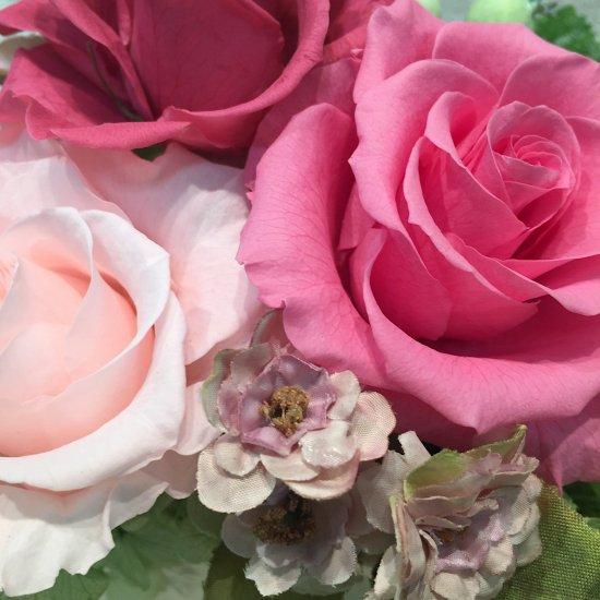 ピンクのバラのプリザーブドフラワーアレンジ